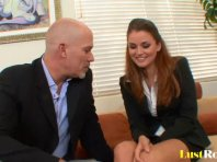 Avocat de formation Allie Haze se fond pleasured